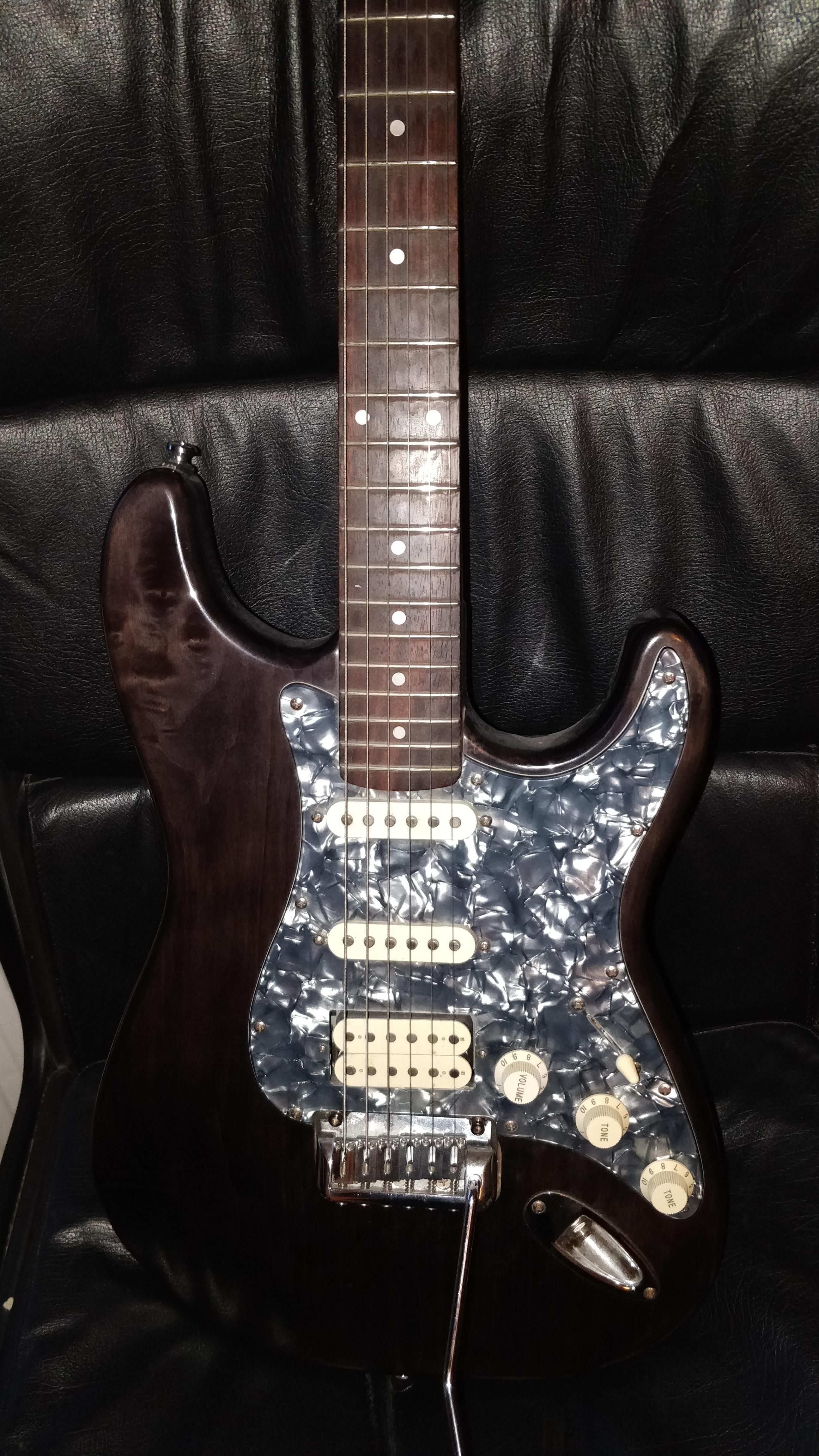 Calling all guitar nerds i need your help to identify