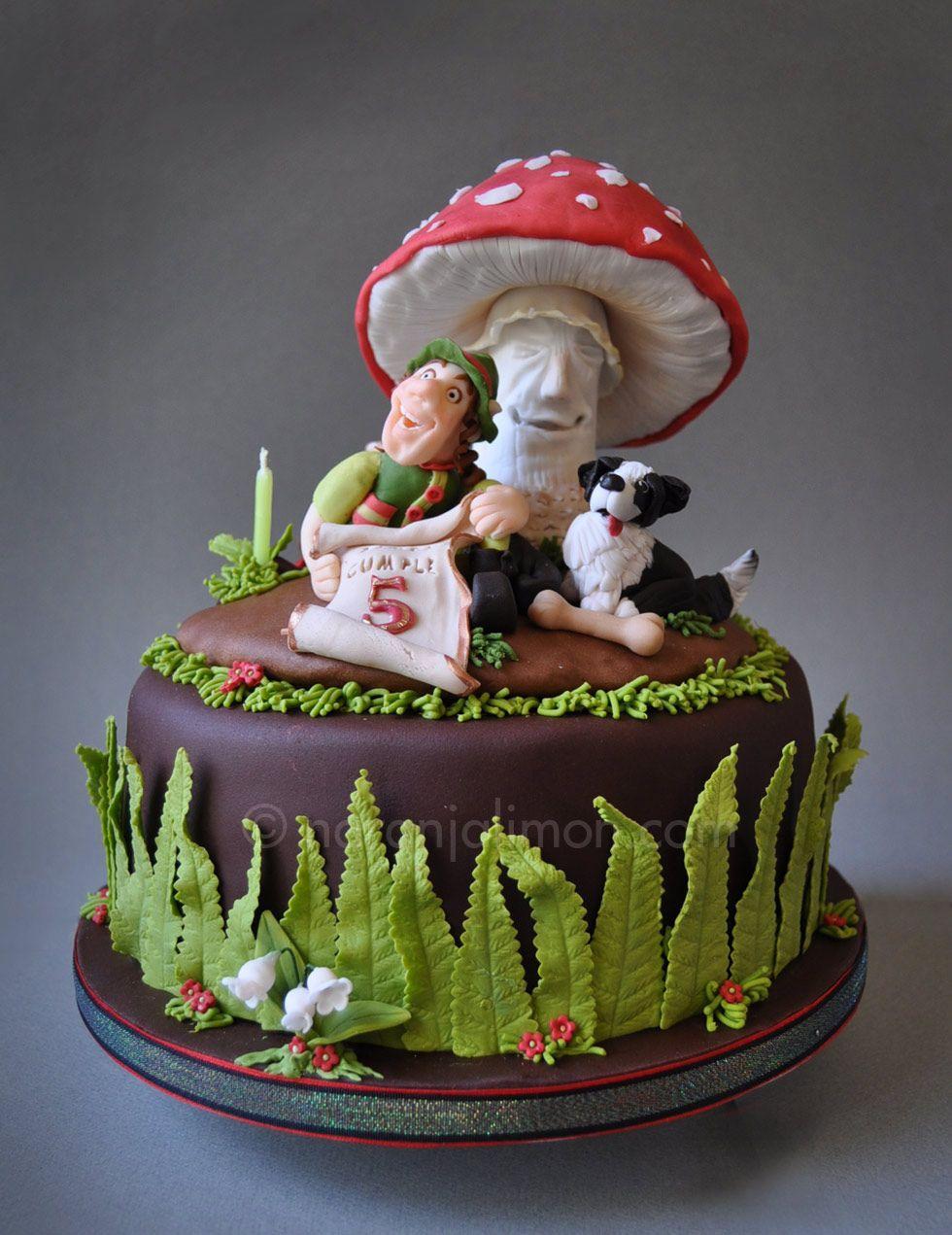 Tarta de Simón, un niño de 5 años que vio una tarta con un duende y una seta en un escaparate y se pidió uno. Le habrá gustado mi interpretación del tema? Espero que si!! Felicidades Simón