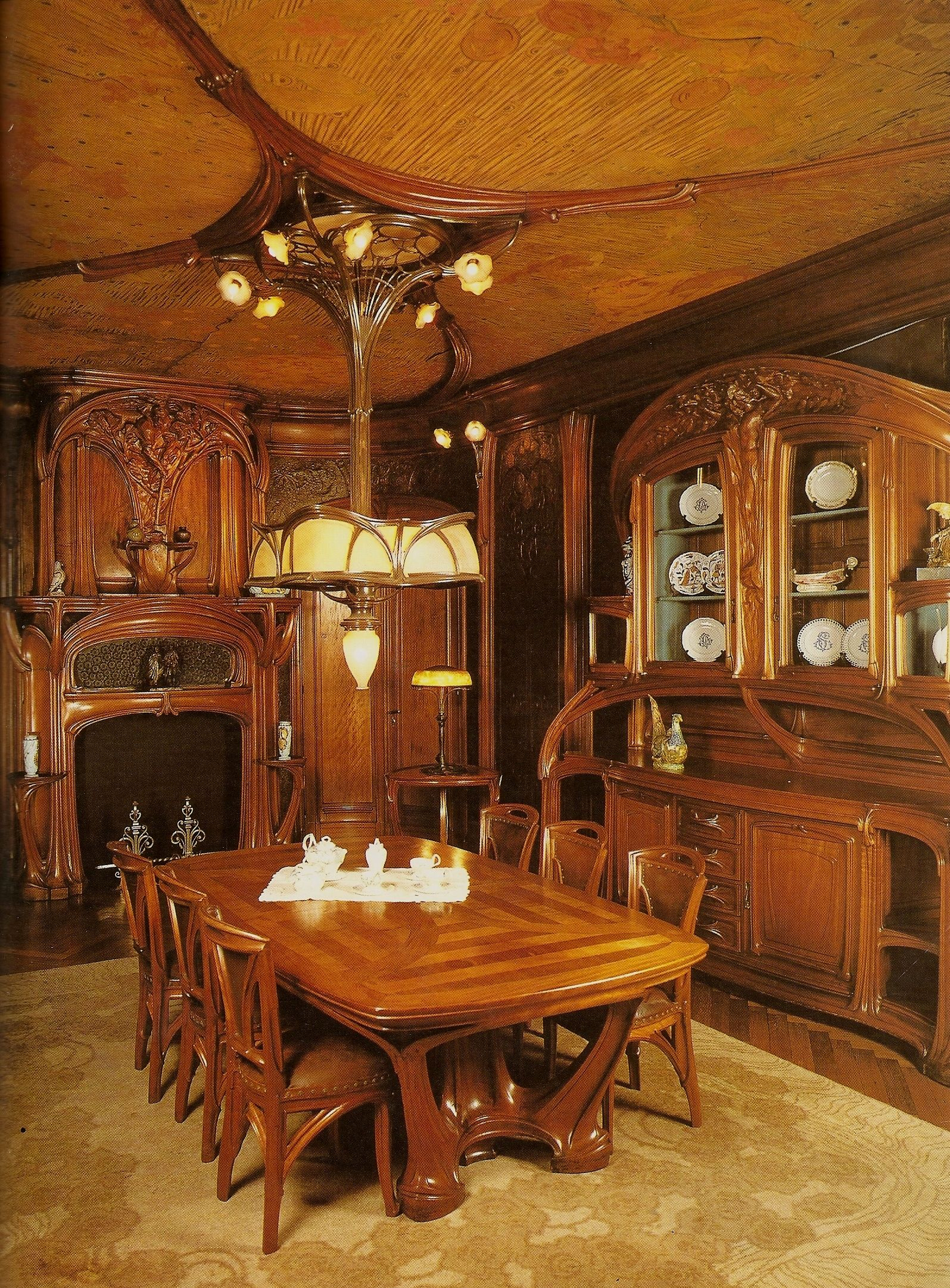 Love This Art Nouveau Dining Room