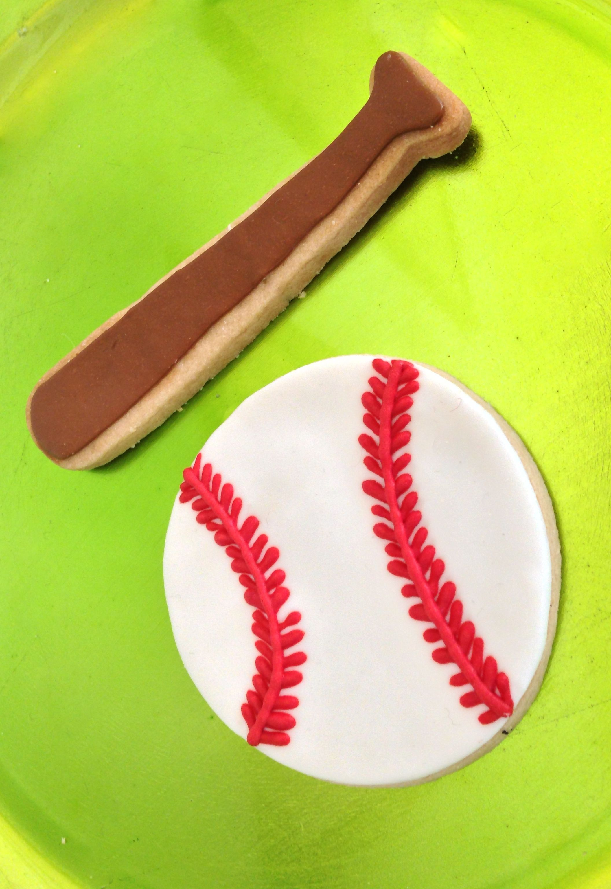 Baseball and base ball bat cookies!