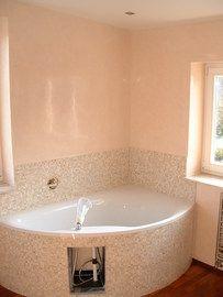 Malerarbeiten Frankfurt stillvolles badezimmer mit eckwanne gestaltet der baudekoration