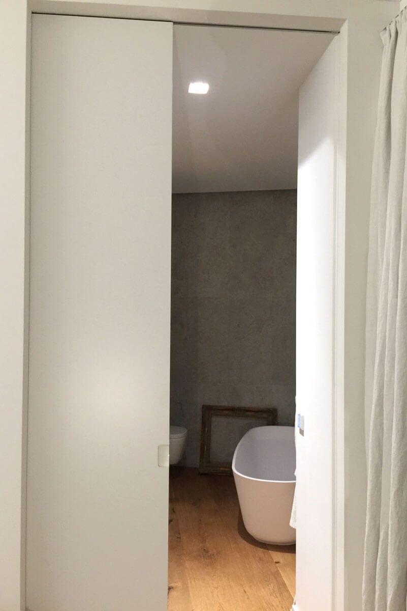 Schiebetuer Badezimmer Holz Weiss Lack Door360 Muenchen 1 Schiebetur Raumteiler Schiebetur Badezimmer Holz