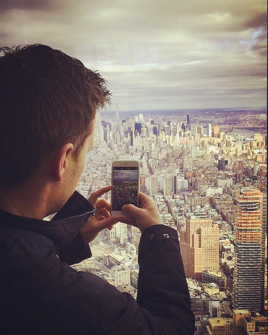 Aussicht par excellence!  #newyork spektakulär erleben von der neu eröffneten Aussichtsplattform #oneworldobservatory  des #oneworldtradecenter  #seeforever Dank der neuen @columbia1938 Jacke geht's auch immer schön warm durch die Weltstadt