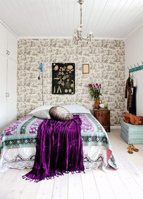 Rento ja värikäs makuuhuone. Bedroom.