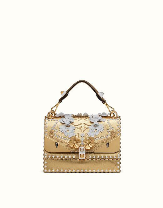 78cd35f54 Bolso de piel de color dorado con bordado   Bolsos Femeninos ...