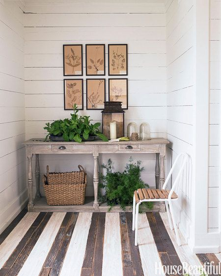 Ideas For Painting Wood Floors: How To Decorate With Stripes