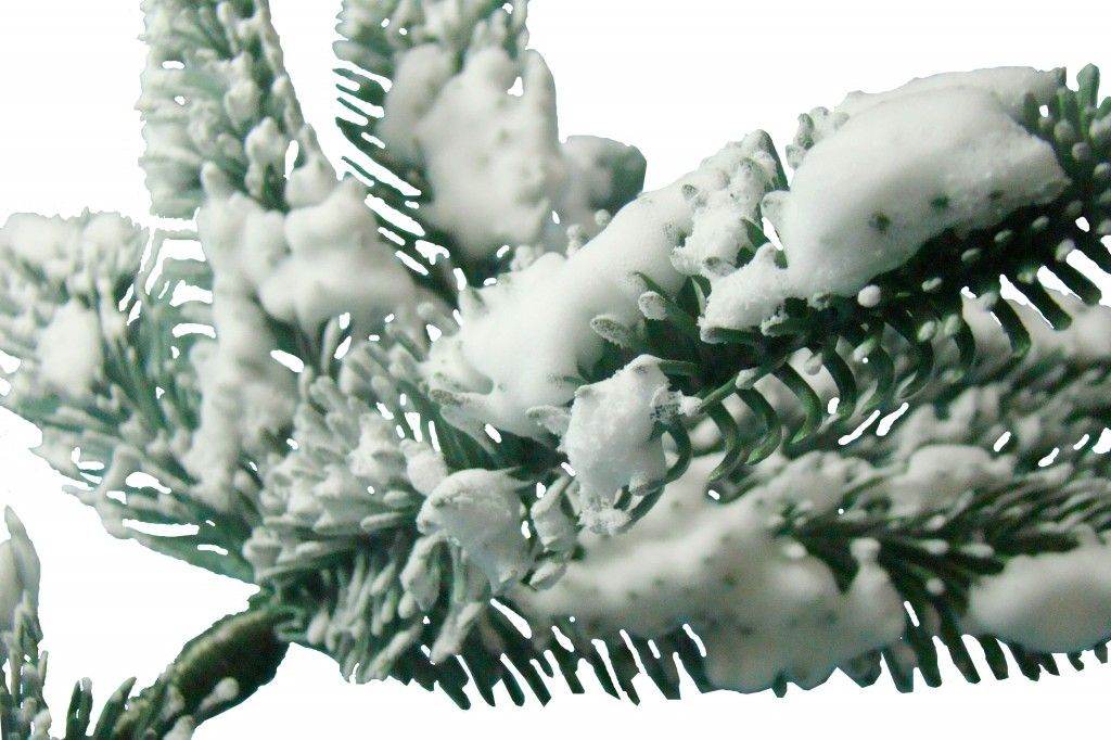 Holiday Guide How to Fluff a Christmas Tree Flocked