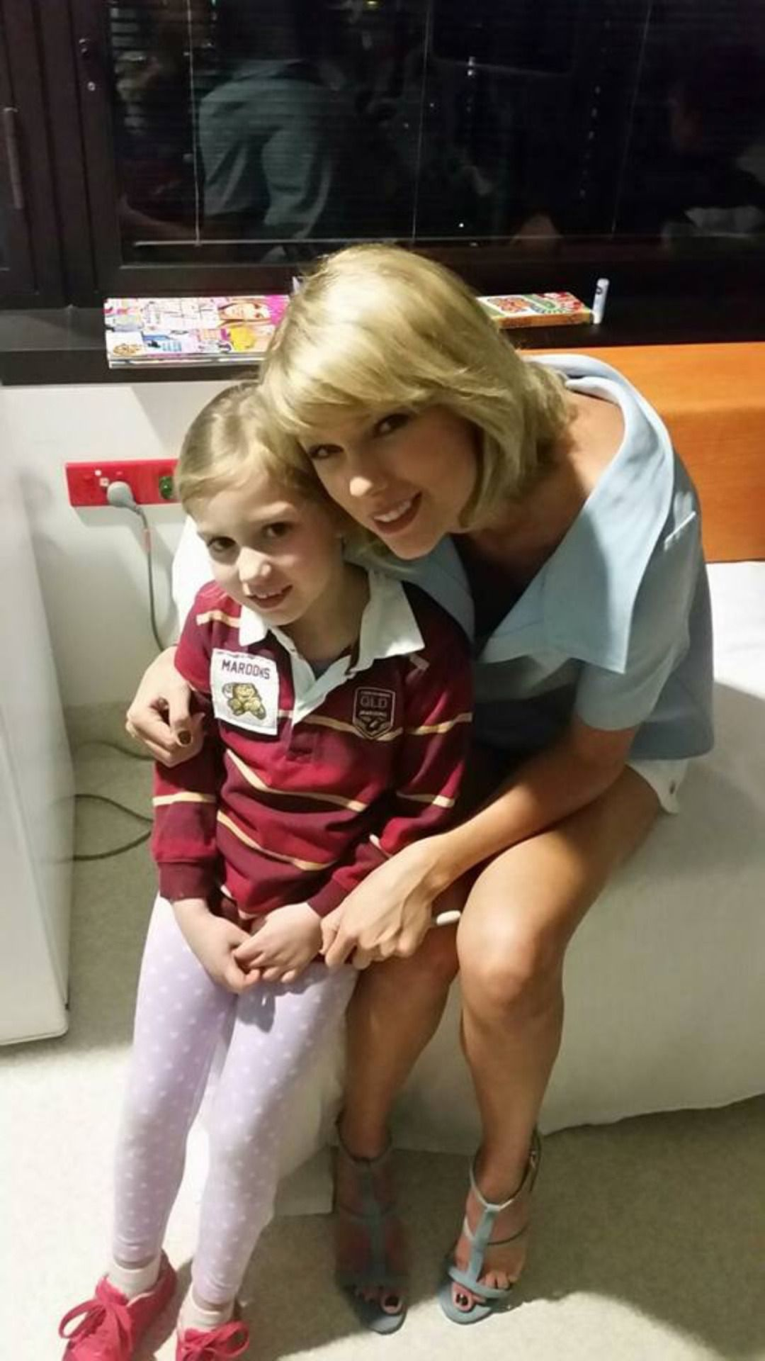 Taylor with a fan at Lady Cilento Children's Hospital in Queensland, Australia 7.12.16