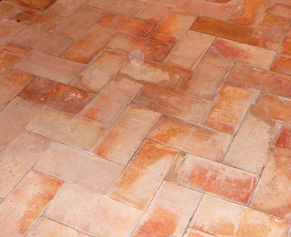 Pavimento exterior de barro cocido pavimento rustico in for Modelos de jardines interiores