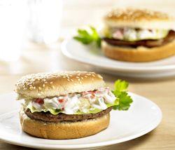 Hamburger 'maison' met rauwkost