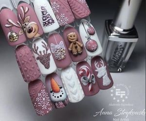 Christmas nails ideas  discovered by Alexandra ❤️💁