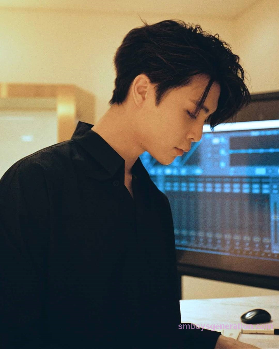 #NCT #Johnny's amazing side profile. #SMboysgeneration ...