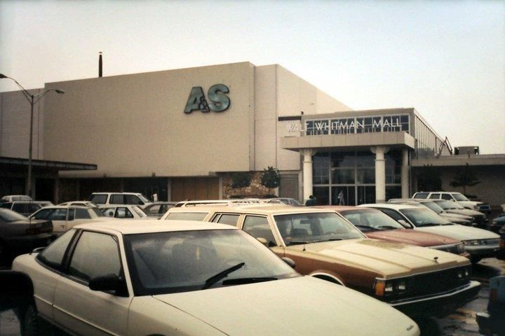 Blast From Li Past Walt Whitman Mall In Huntington The Only Mall Close To Smithtown Until The Smithhaven Mall Opened Long Island Ny Long Island Vintage Mall