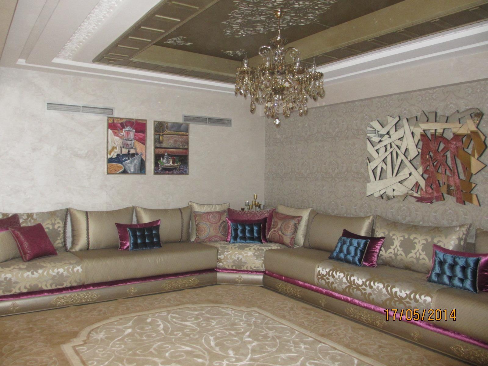 Grand Salon Classique Crème Et Rouge Dans Salon Marocain Idée - Idee deco grand salon