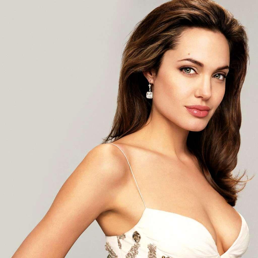 Plus Belle Femme Du Monde Sans Maquillage Famous Gemini Celebrities Angelina Jolie Angelina Jolie Quotes Makeup For Hazel Eyes