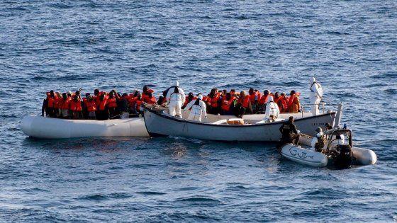 """Le 108 persone tratte in salvo dalla Guardia Costiera dichiarano: """"Eravamo 135"""". Al largo delle coste siracusane soccorsi in 33, molte donne e dieci"""