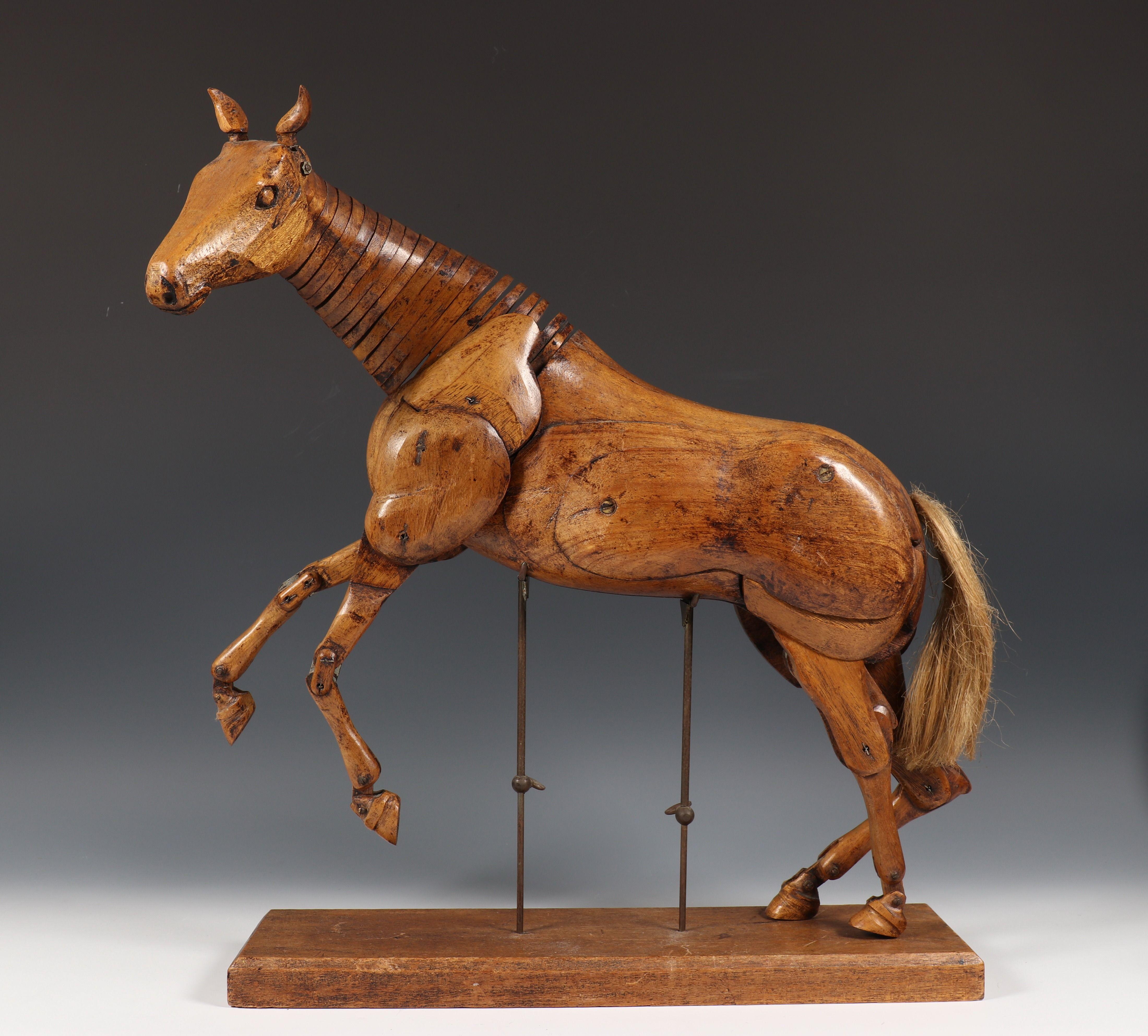 Houten Tekenmodel Van Een Paard 20e Eeuw Alle Delen Verstelbaar Op Houten Basis Met Messing Verstelbare Staafjes H 55 Cm B 43 Houten Paarden Messing