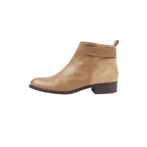 Classic and comfortable; these flat ankle boots from hush work both for a busy week day and a relaxed weekend. Perfect for everyday.