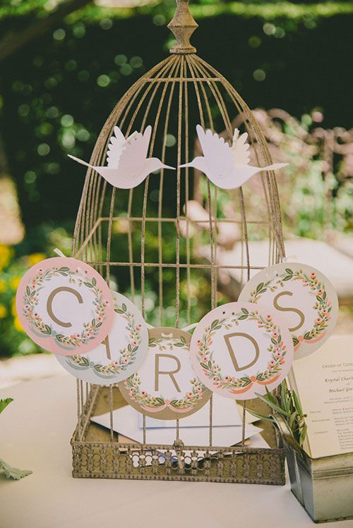 6 clever ideas for your wedding gift table more vintage inspired 6 clever ideas for your wedding gift table negle Image collections