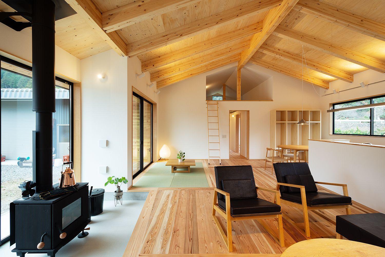 勾配天井の大きなldk 2020 リビング 土間 自宅で 家