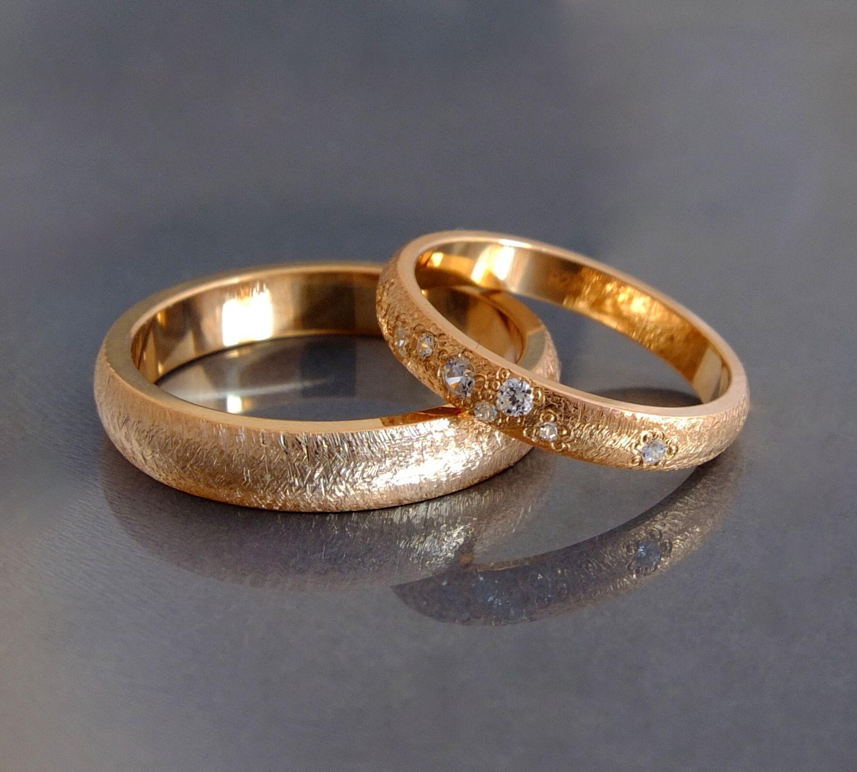 ec2b41a9884c45 Indywidualne zamówienia na obrączki ślubne ze złota lub platyny, wysadzane  brylantami. Według wzoru klienta.
