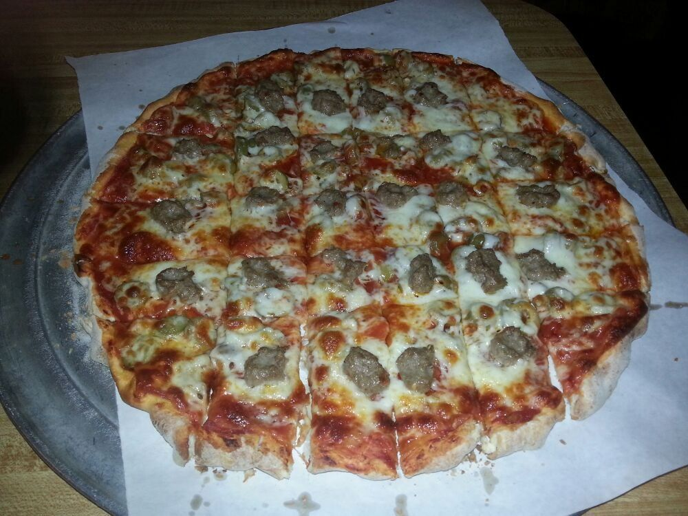 Sammy S Pizza Restaurant Downtown Duluth Mn United States Sausage N Pepperoni
