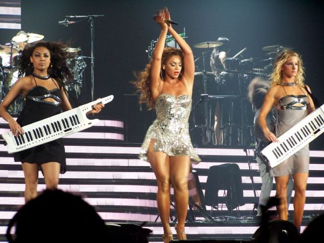 Two of my favorite chicas Beyonce and Heather Morris ...