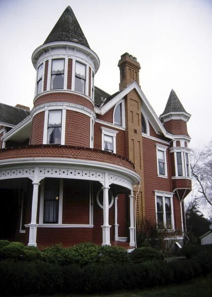 How To Make The Exterior Of Your House Look Victorian House Styles Victorian Homes Queen Anne House