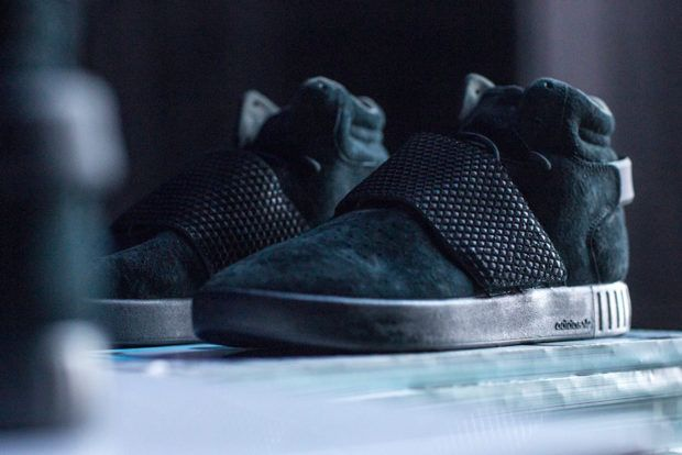 timeless design d0993 3baa9 adidas Tubular Invader Strap Triple Black | What's Crackin ...