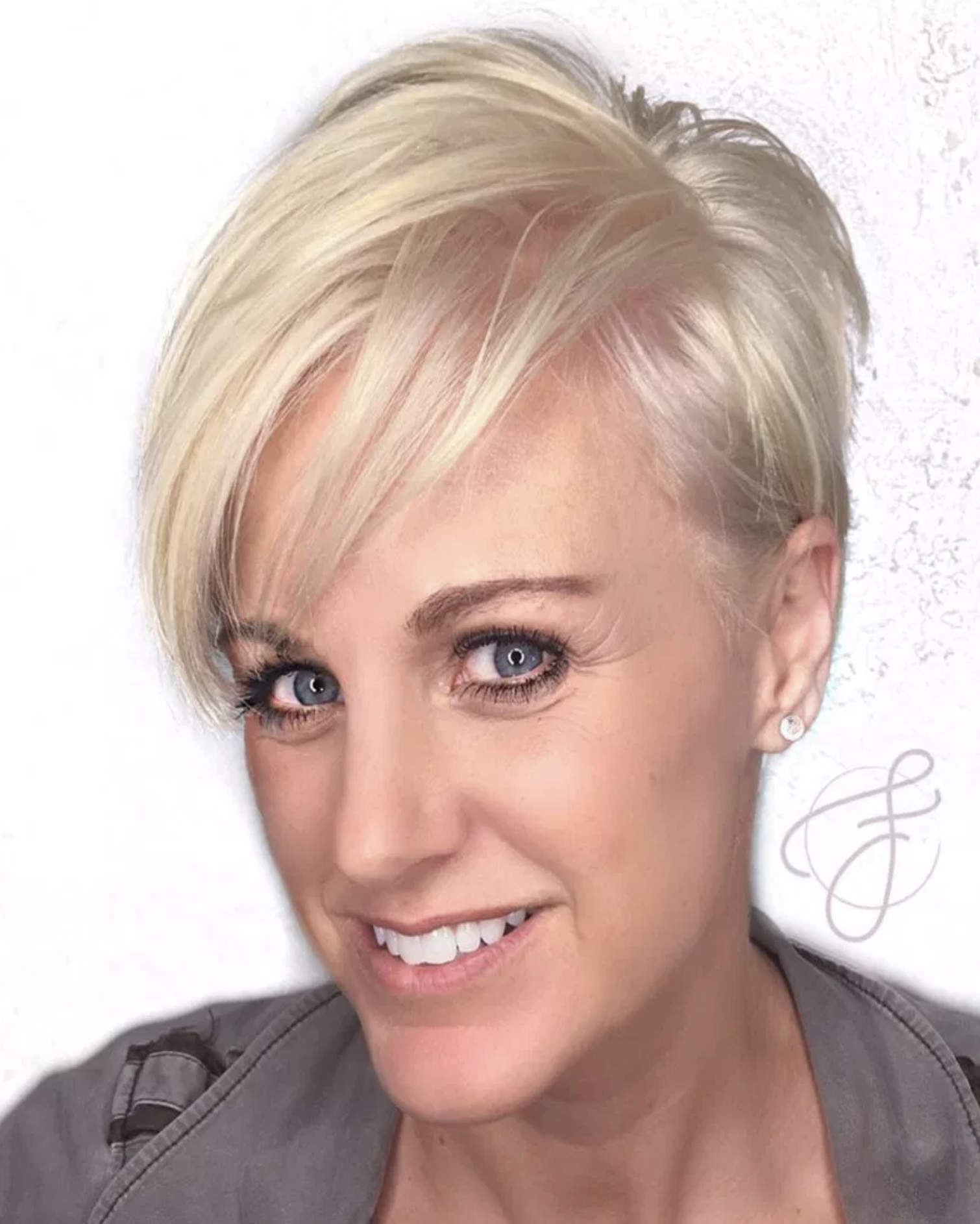 Short Hairstyles For Women Over 40 Many Women In Their 40s Opt For Short Haircuts On A Hunch And The Short Hairstyles For Women Short Hair Styles Hair Styles
