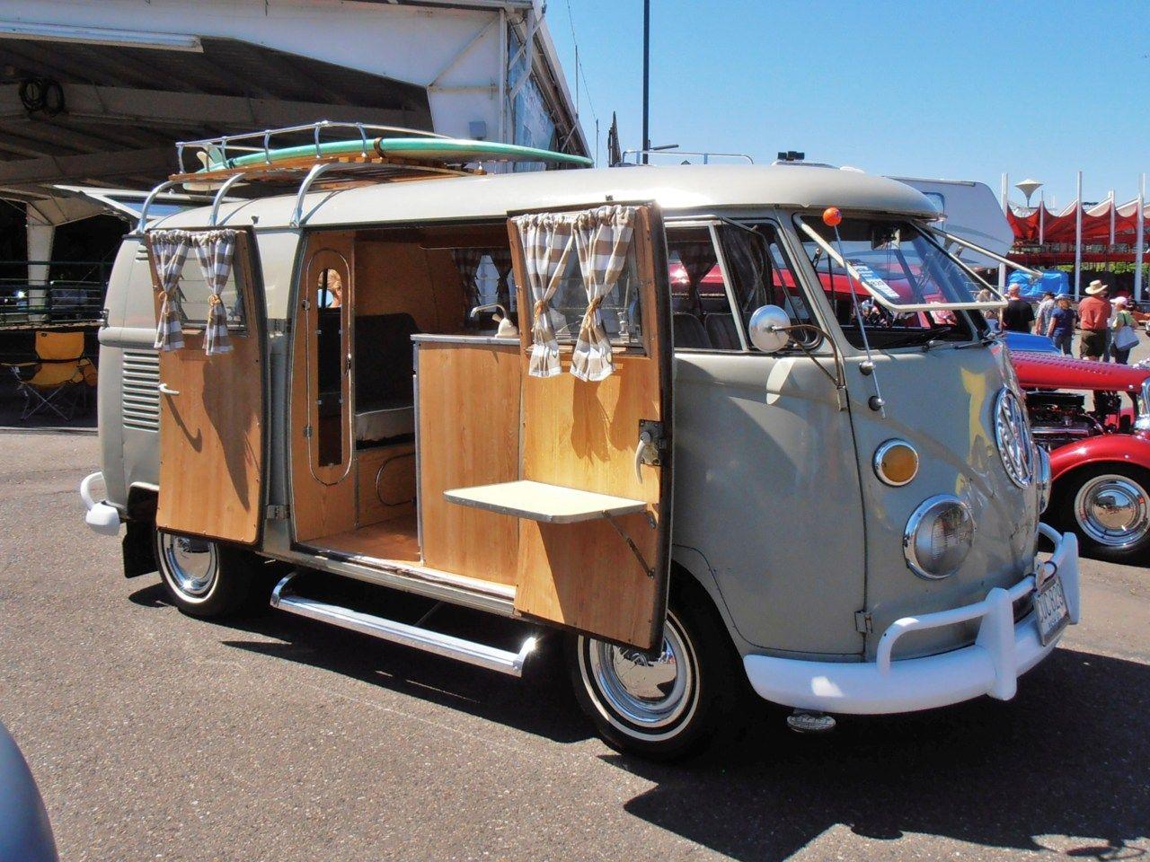 Volkswagen Camper 2011 Good Guys Car Show In Puyallup Volkswagen Camper Car Camper Vw Bus