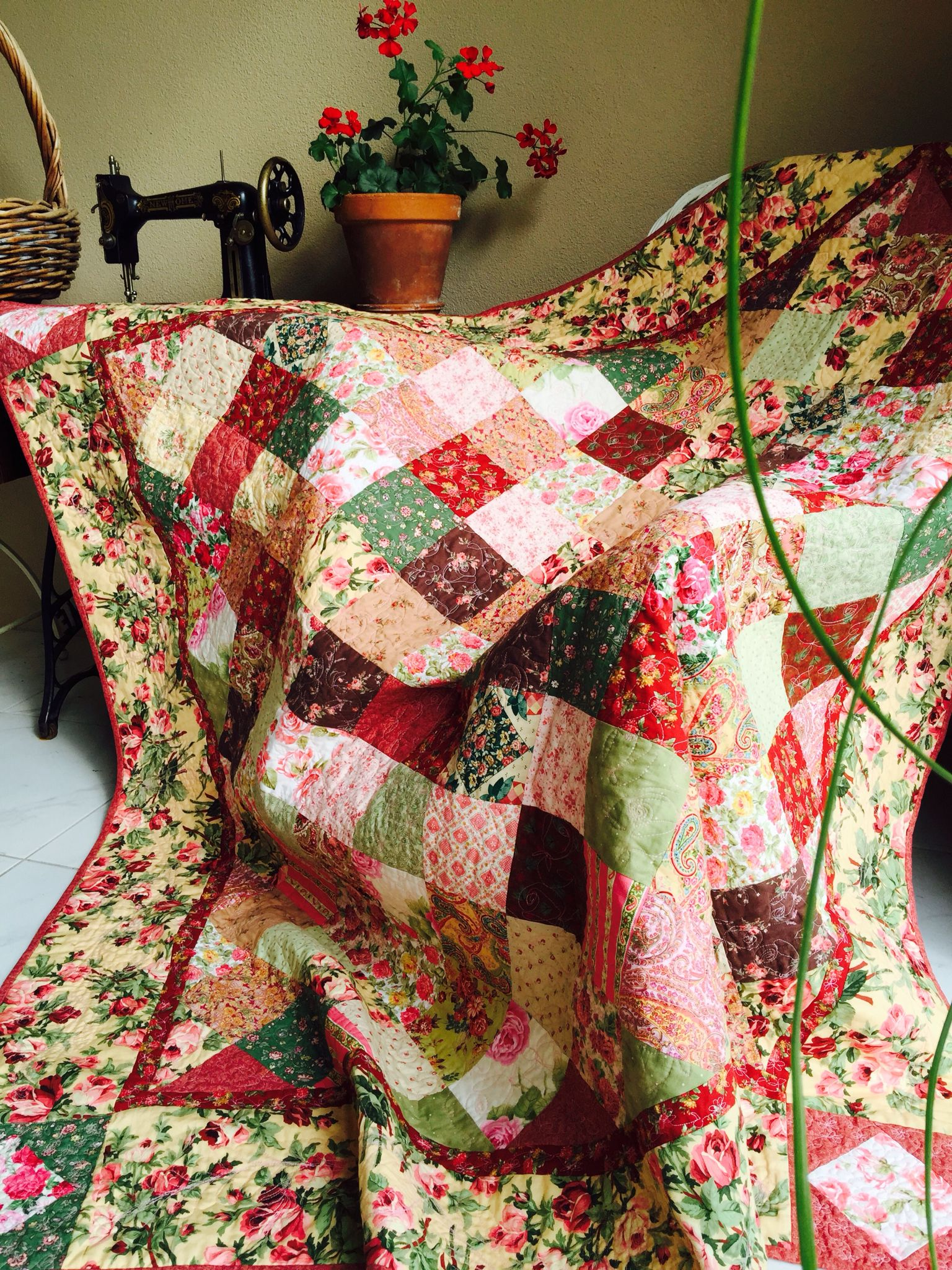 Susie's Roses Romance Quilt and free pattern susies-scraps.com ... : romantic quilt patterns - Adamdwight.com