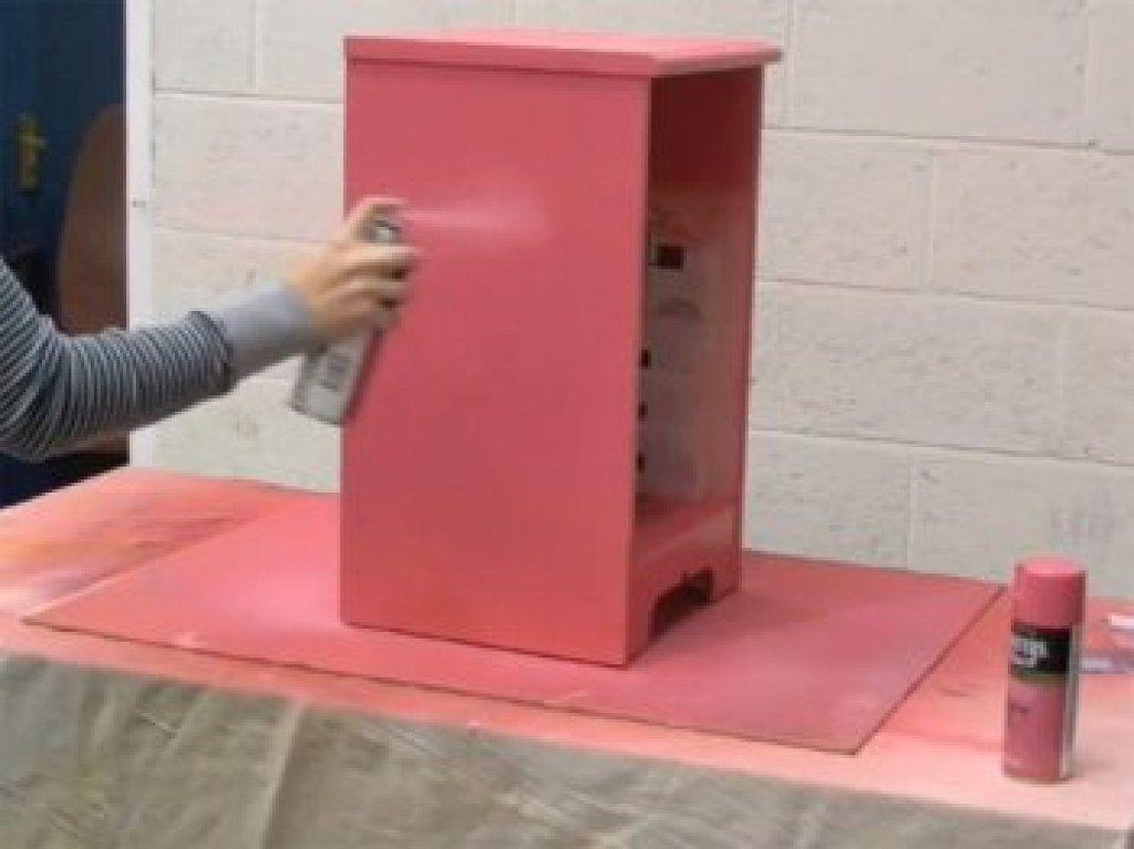 C mo pintar muebles con spray cambios radicales con poco for Pintar muebles barnizados