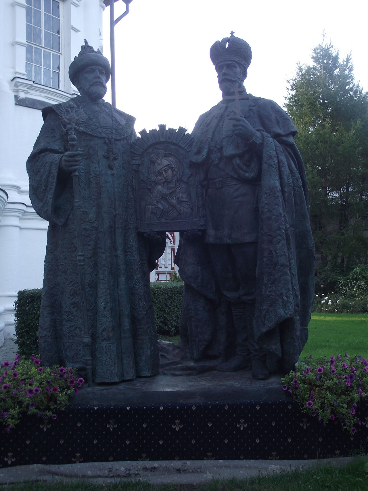 Statue of the first (Mikhail I) and last (Nicholas II) Romanov tsars at the Novospassky Monastery in the southeast of Moscow. Erected in 2013 to commemorate the 400th anniversary of Mikhail's...