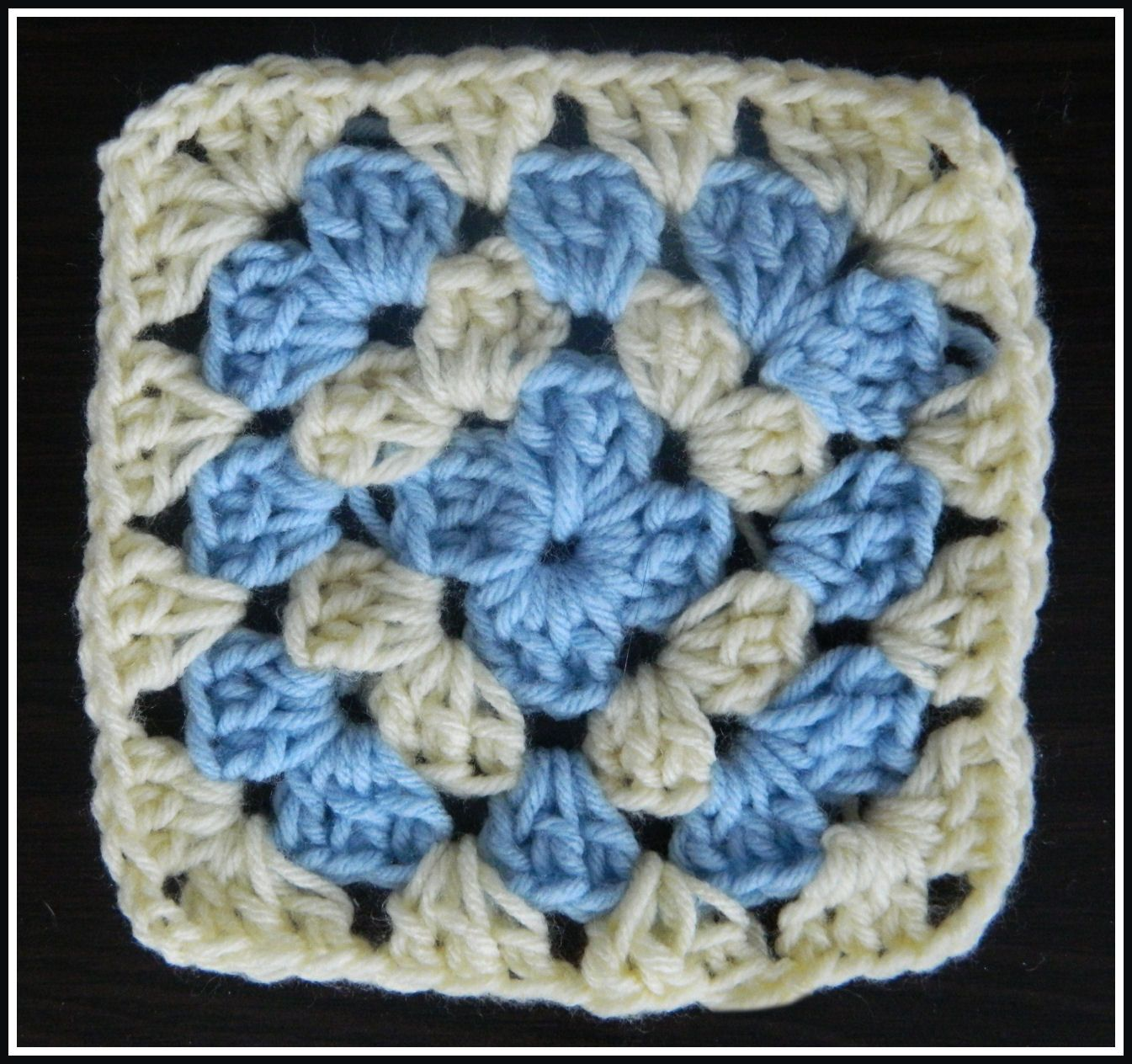 Free crochet patterns for the beginner and the advanced video free crochet patterns for the beginner and the advanced video crochet traditional granny square bankloansurffo Image collections