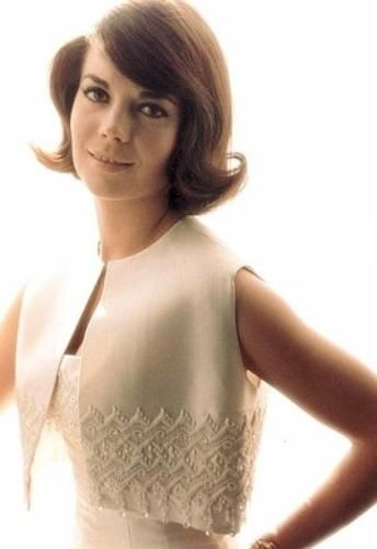 Natalie Wood, love this color photo of her. Great actress!