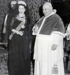La Regina Elisabetta Ii In Visita A Roma Regina Elisabetta Chiesa Cattolica Elisabetta Ii