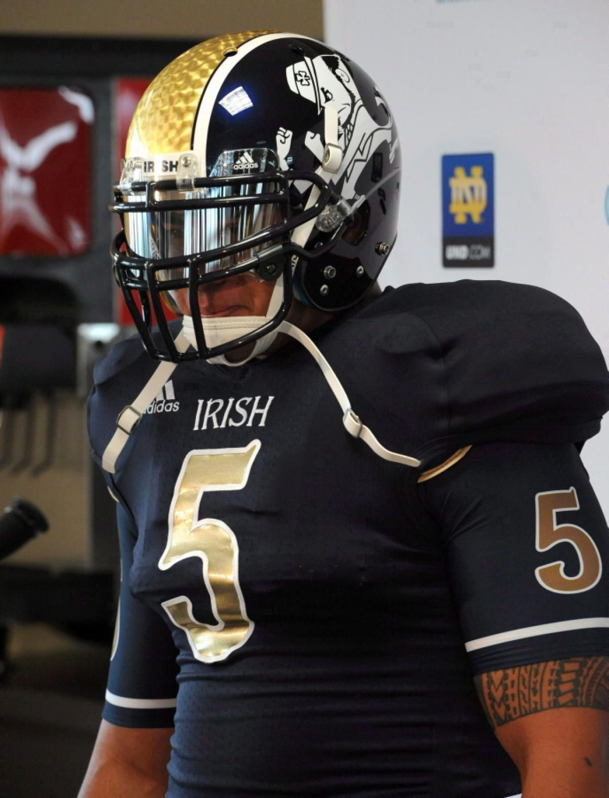 de8ae0130af The all-time classic Navy and Gold uniforms of Notre Dame are some of the  most recognizable in sports. Even their newer-but-retro-looking green  jerseys and ...