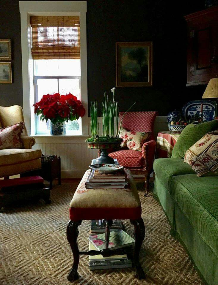 Lovely traditional living room. Bench as coffee table. Red ...