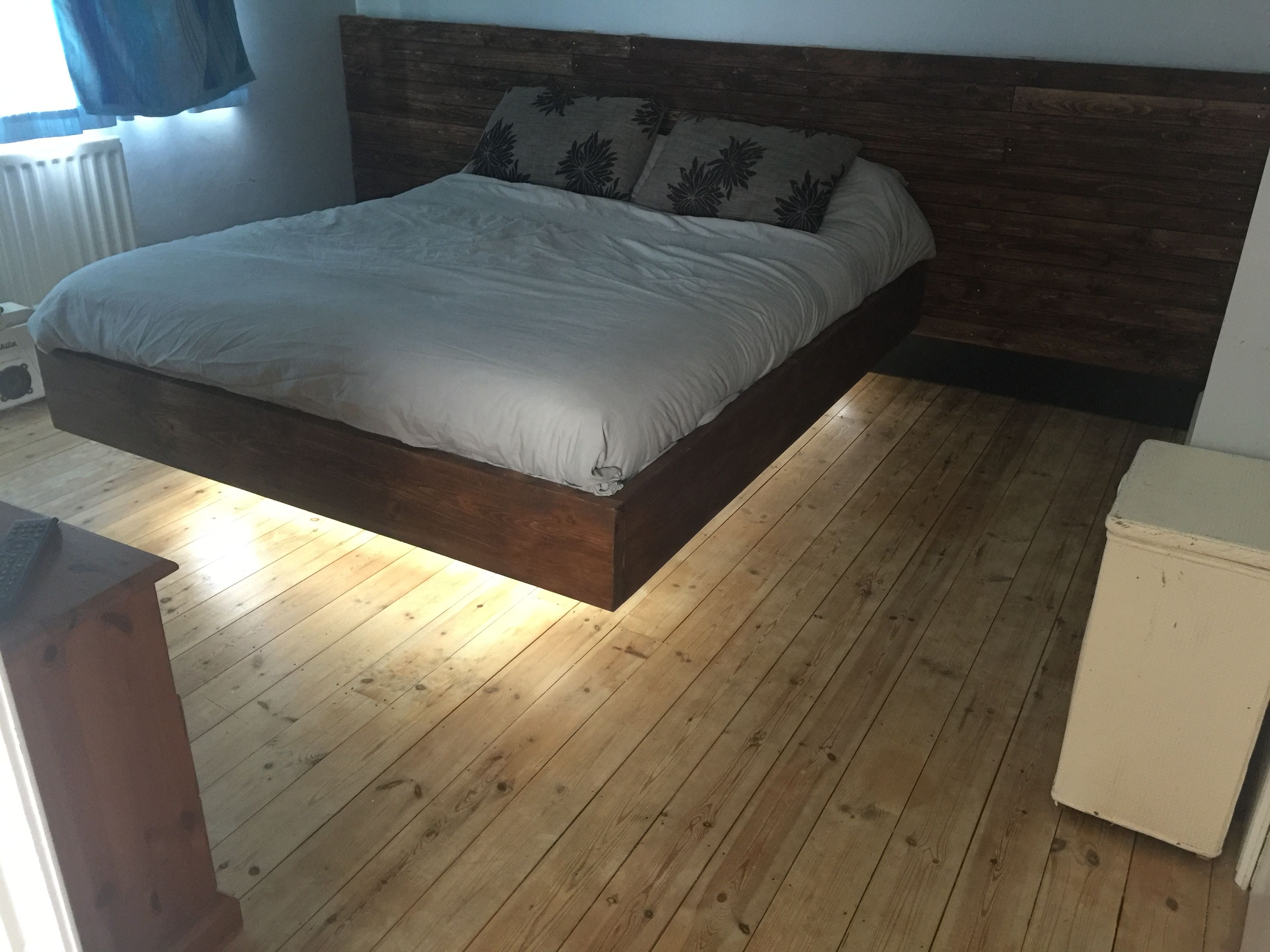 Floating Bed From Pallets And Scaffold Boards Floating Bed Bed