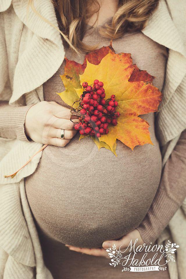 ebead2060223b4 Herbstliches Outdoor-Babybauchshooting im November bei Esslingen am Neckar