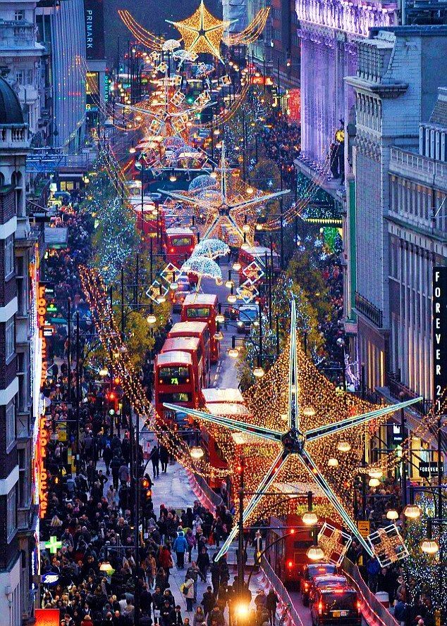 London At Christmas Time.33 Beautiful Photos Of Christmas In London England Uk