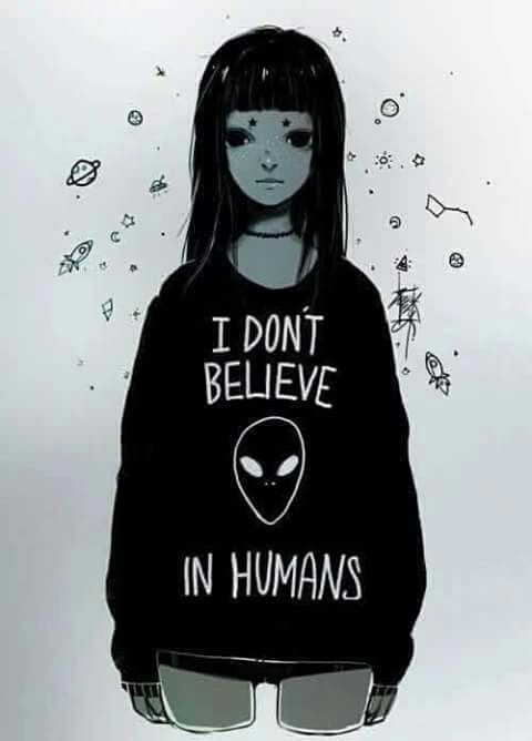 "Wallpaper Alien "" I dont belive in humans""  •●•♡》♛♟❁♞☄☽샤론 엘리차베스☾☄ ♞❁♟♛《♡•●• ~Imagen via WeHeartIt~"