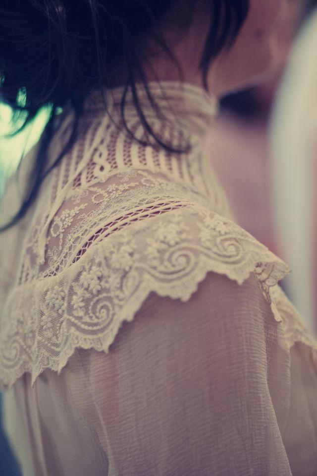 Vestidos de novia (Inspiración) // Wedding dress (Inspiration) Si hay una boda que nos ha impactado este año, es la de Mónica y Cristian en el blog de Casilda se casa, un impresionante vestido vintage con retoques de Helena Mareque. QUE DISFRUTEIS :) #dodavintage #casildasecasa #helenamareque