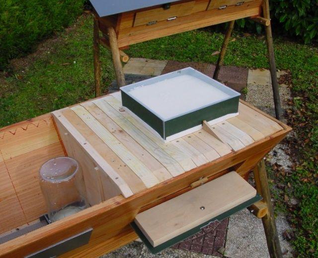 derni re construction ruche kenyane page 23 top bar pinterest apiculture abeilles et. Black Bedroom Furniture Sets. Home Design Ideas