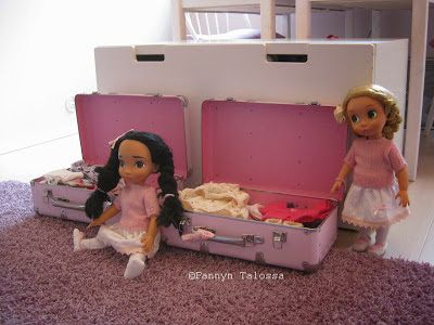 Fanny's house: animator dolls  Check out the clothes in the suitcase..