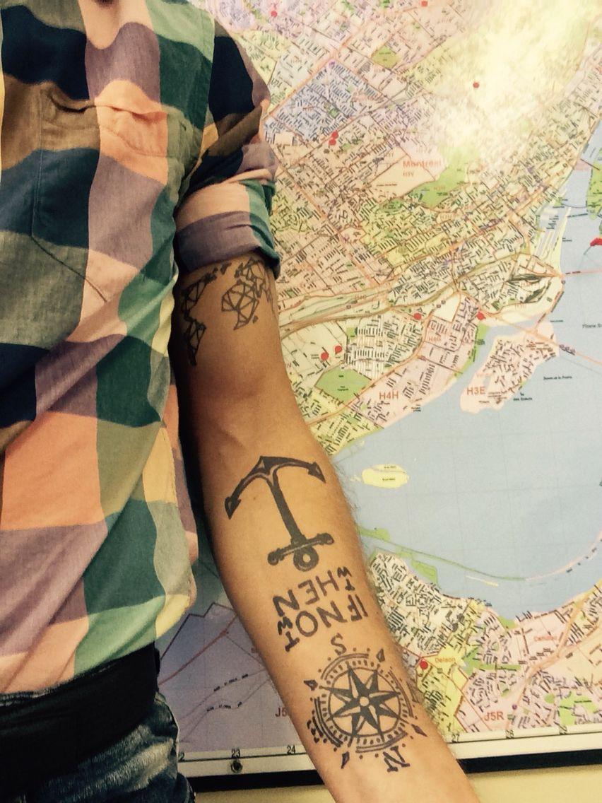 Tatouage Bras Homme Ancre Carte Voyage Rose Des Vents
