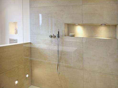 Badgestaltung In Hellen Naturtönen   Feinsteinzeug, Glas Und Puristische  Armaturen