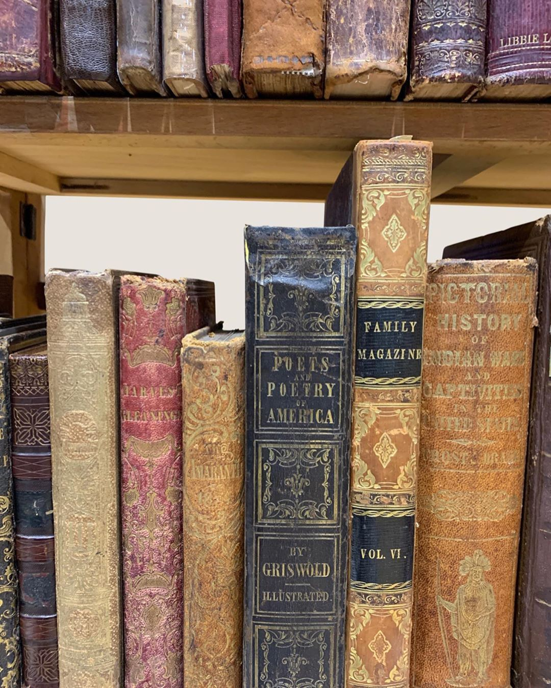 Pattie Vintage Book Boutique On Instagram A Few More Photos From The Rochester Antiquarian Fair This Past Weekend Hope You Al Libri Antichi Vintage Lettura