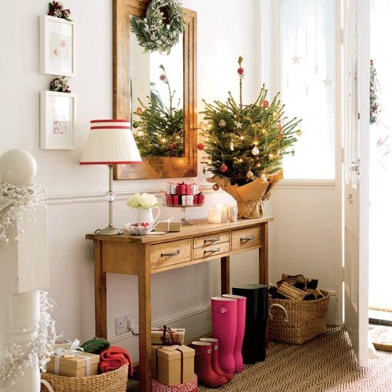Easy Powder room Christmas tree decorating ideas
